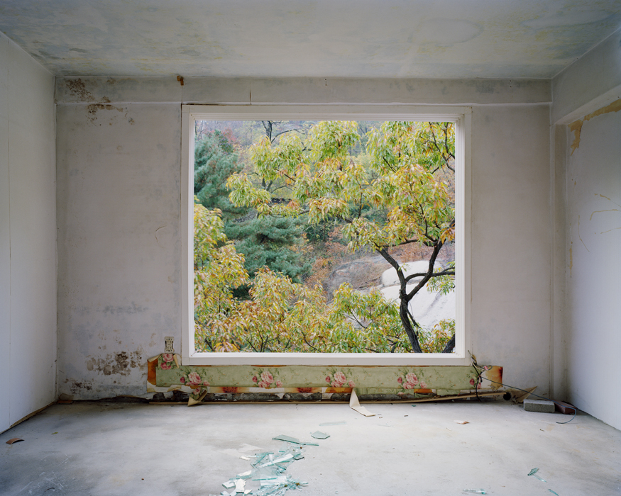 Minseung Jang, 1-404, Archival pigment printed on cotton-paper, 155x195cm, 2010