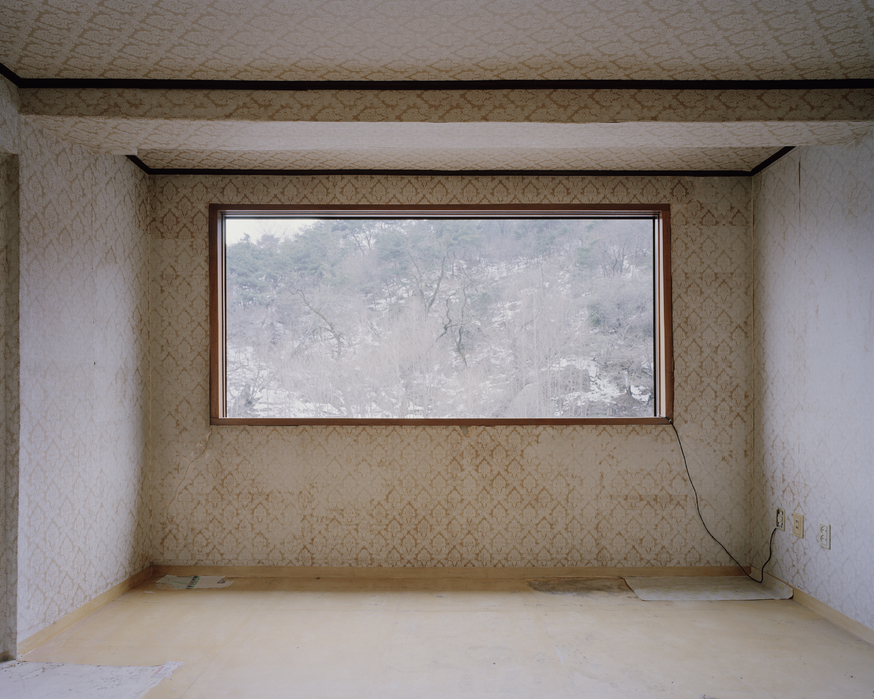 Minseung Jang, 4-403, Archival pigment printed on cotton-paper, 155x195cm, 2010