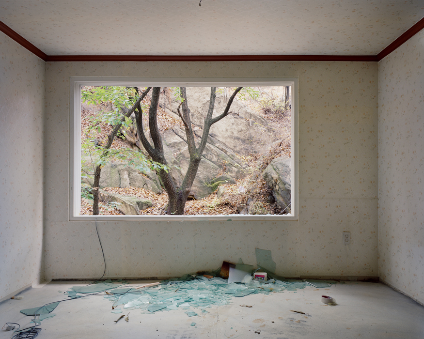 Minseung Jang, 6-305, Archival pigment printed on cotton-paper, 155x195cm, 2010