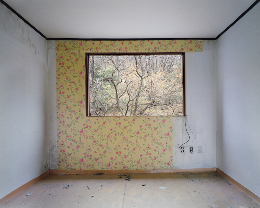 Minseung Jang, 7-401, Archival pigment printed on cotton-paper, 155x195cm, 2010