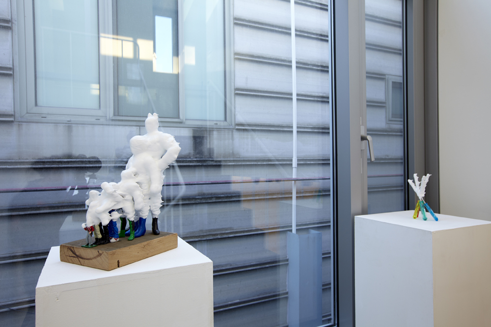 Teppei Kaneuji, White discharge (7 figures), Plastic figures, resin, wood, 37.5x23.7x17.5cm, 2011