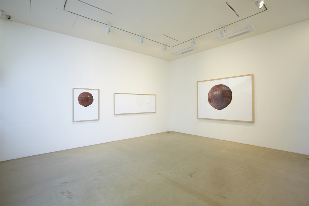 Jongku Kim, The ball, Installation view at ONE AND J.GALLERY, 2011