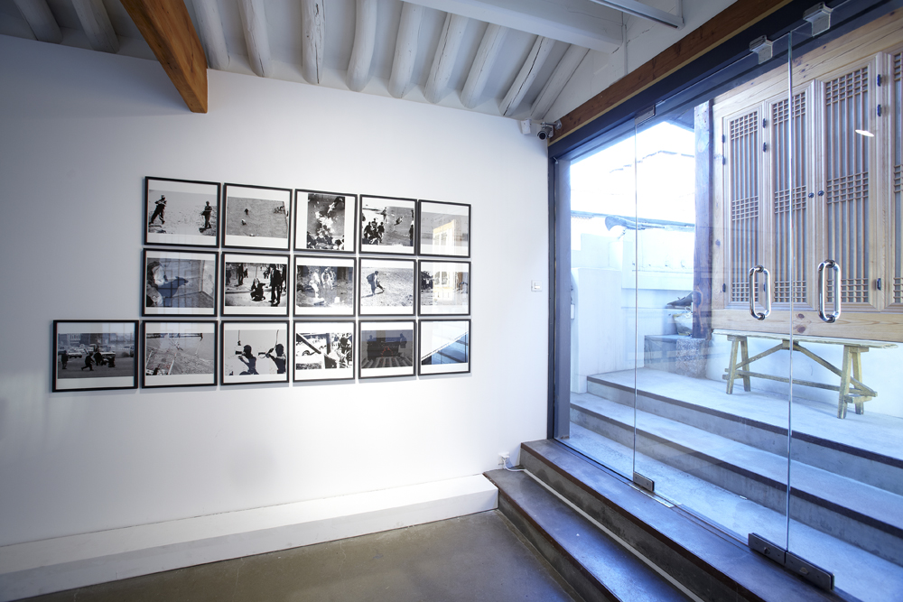 Kyunghwan Kwon, Another boring day, Installation view, ONE AND J.GALLERY, 2009