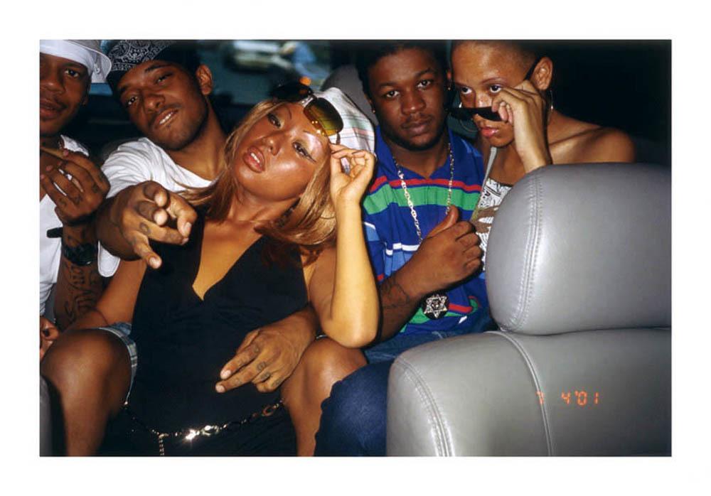 Nikki S. Lee, The Hip Hop Project (01), digital C-print, 75x101cm, 2001