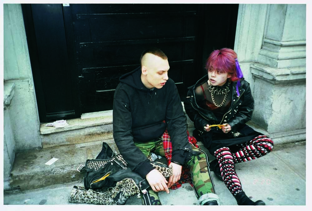 Nikki S. Lee, The Punk project (06), C-print, 50x70.5cm, 1997