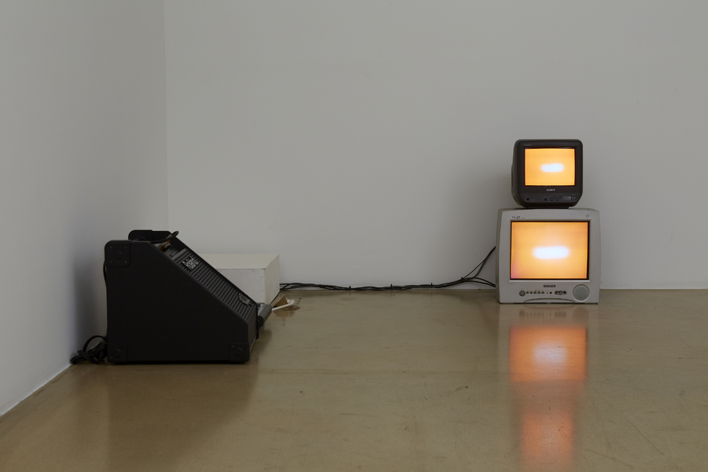 Taeyoon Kim, Left, Right, Right, Left. 2ch video, 32min length video in random loop, variable size, 2014(1)