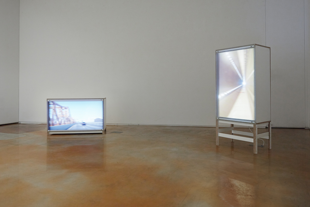Taeyoon Kim, Move Along, 2 channel video, random loop, 64.5x11x45cm, 110x64.5x45cm, 2014