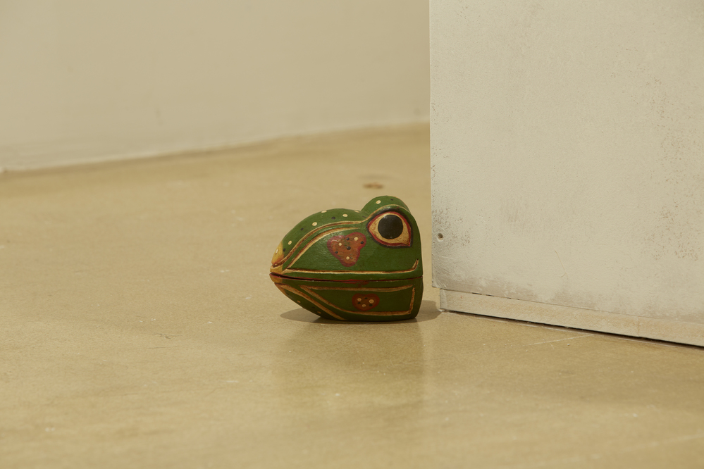 Chosil Kil, Yours, Febreze Brothers, frogs, rose petals, MDF, 2014