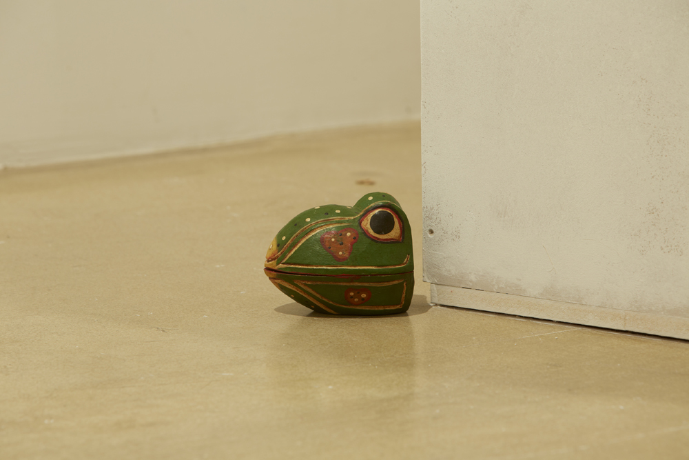 yours-febreze-brothers-frogs-rose-petals-mdf-2014-4