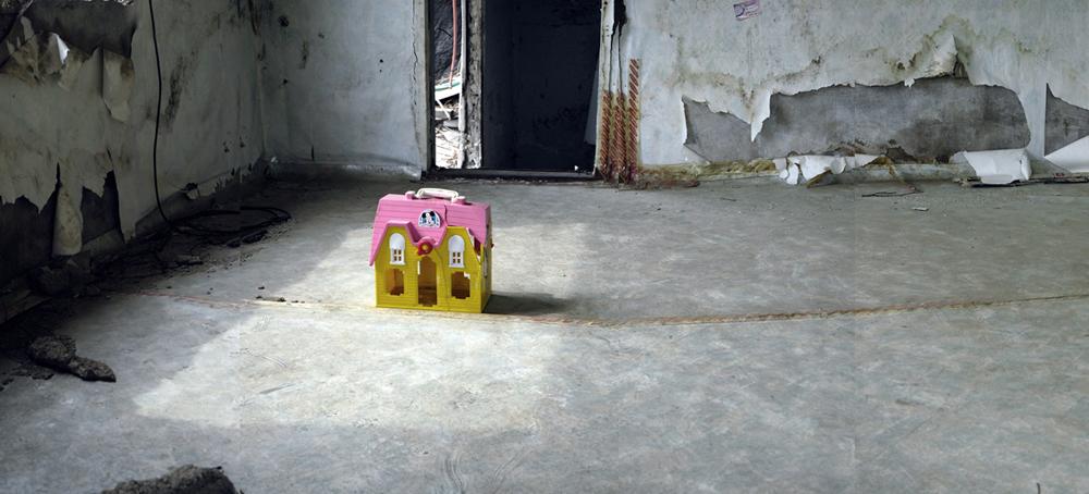 강홍구, 미키의 집-방, 디지털 사진&프린트, 100x240cm, 2005-06