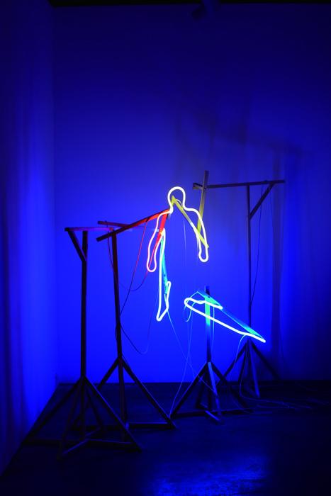 권경환, Untitled, 네온 설치, 2009