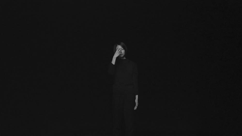 장민승, 어둠의 최고조_Part III_차가운 파도, 갈매기들이 잠 못 들 정도로, BW 싱글 채널 2K 서라운드 사운드가 함께하는 디지털 사인 패키지, 25분, 2014