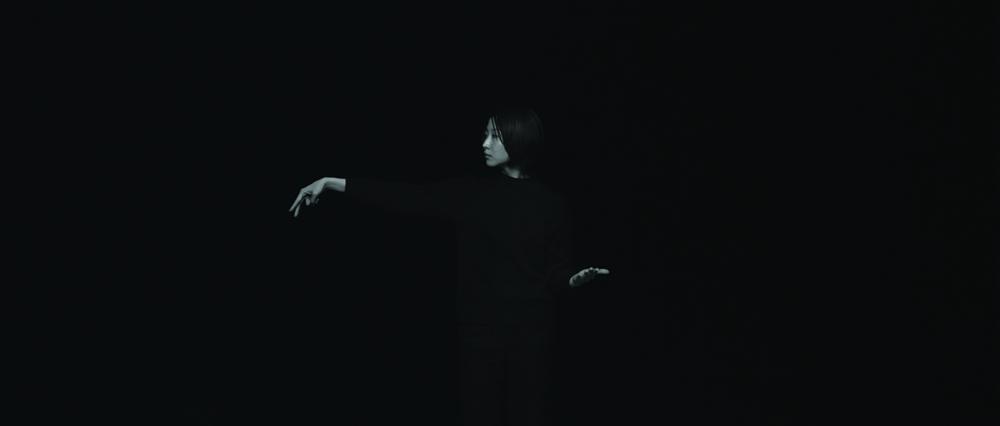 장민승, 어둠의 최고조_Part VII_시들어가는 들판에서 꿈이 배회하고 표류한다, BW 싱글 채널 2K 서라운드 사운드가 함께하는 디지털 사인 패키지, 25분, 2014