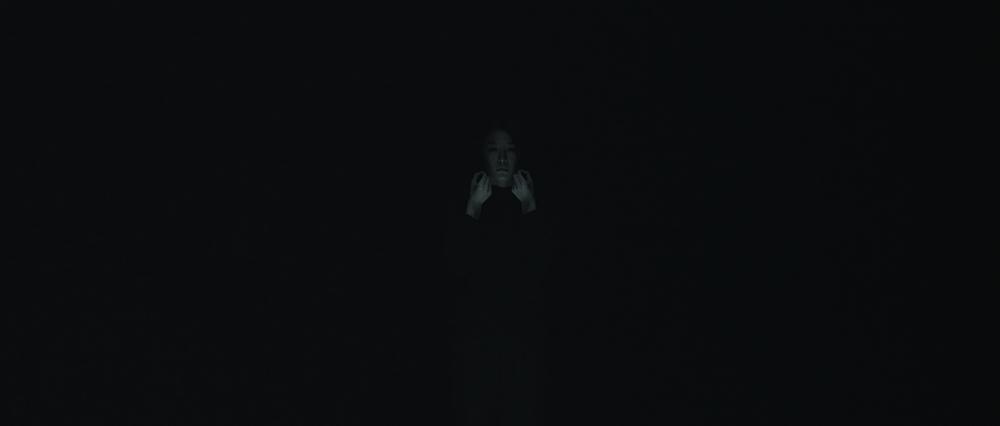 장민승, 어둠의 최고조_Part V_뜨거운 눈처럼 내 손에서 사라질 눈물, BW 싱글 채널 2K 서라운드 사운드가 함께하는 디지털 사인 패키지, 25분, 2014
