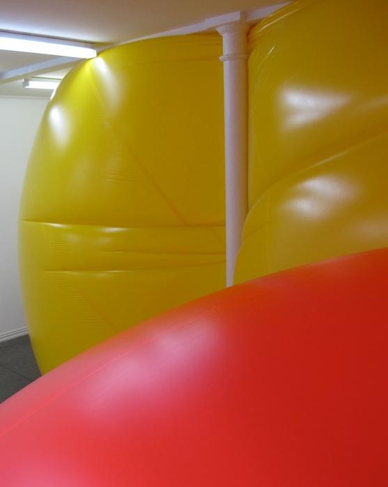 오승열, 허공, 뉴질랜드 오클랜드, STARKWHITE에서의 설치 장면, 합성 폴리 고무, 가변 크기, 2012