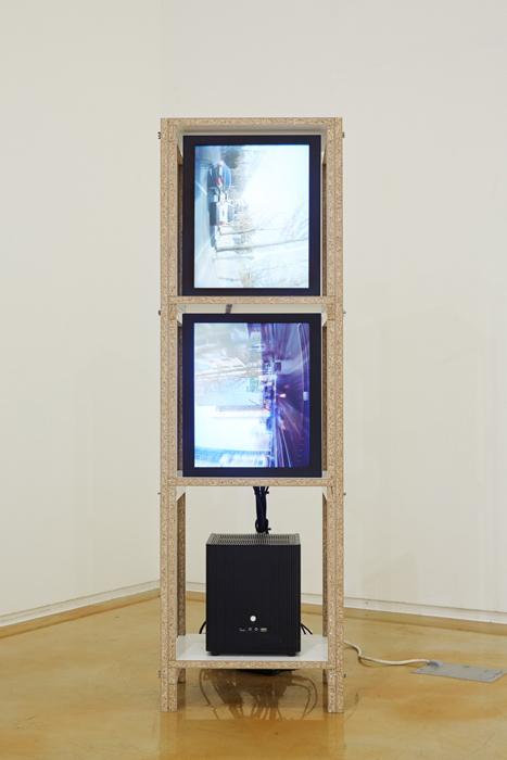 김태윤, Move on, 2 채널 비디오, 랜덤 루프, 30x42x120cm, 2014