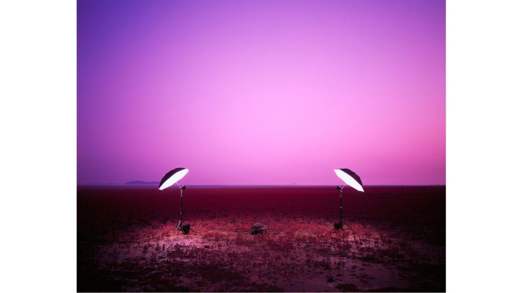 김윤호, 돌 한 개,  Lightjet Print, 142 x 174cm,  2010