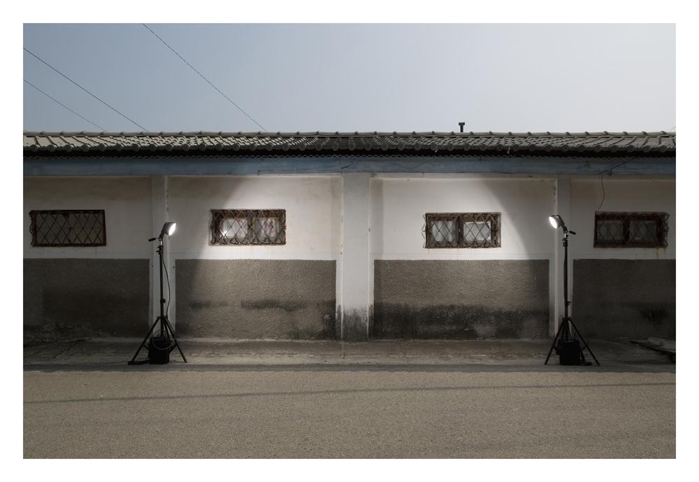 김윤호, 벽이 긴 집, Lambda Print, 106x150cm, 2015