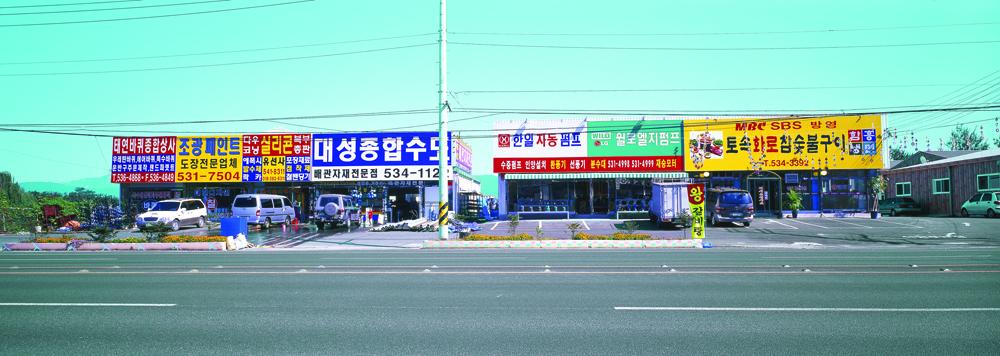김윤호, 지루한 풍경 I-#6, 디지털 C 프린트, 64x180cm, 2003