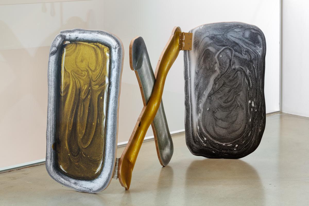 Teppei Kaneuji, 유동하는 방의 귀신(metal)#8, 잉크젯 프린트, 종이, 나무, 우레탄 코팅, 82x161x1.5cm, 2014