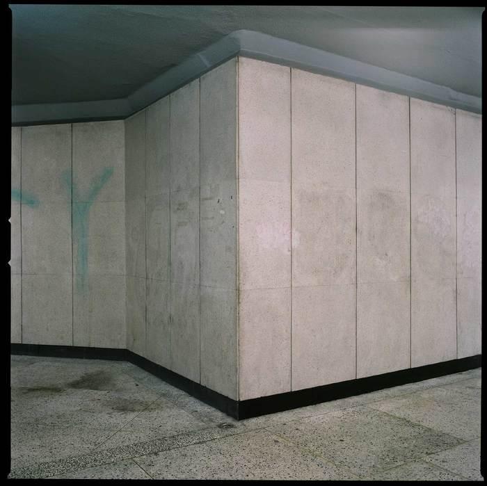 장민승, 무제 2, 피그먼트 프린트, 100x100cm, 2011